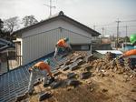 瓦(屋根材)手作業による撤去